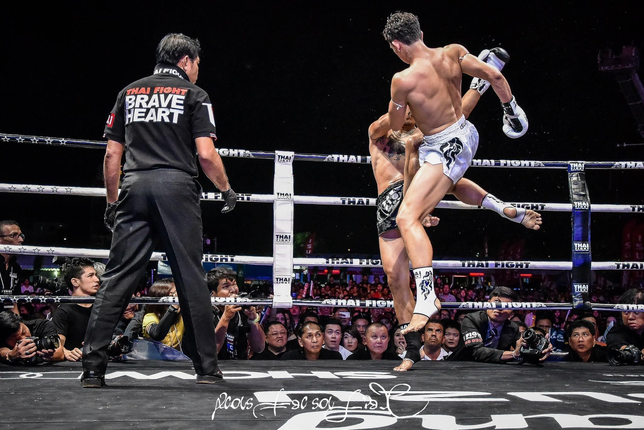 Тайский бокс муай тай - удар коленом в прыжке