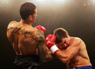 Правый апперкот в боксе