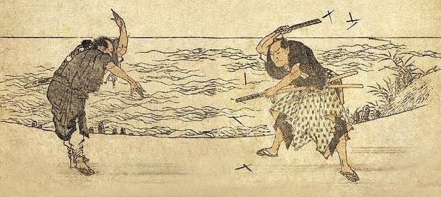 два самурая в поединке с использованием сюрикенов