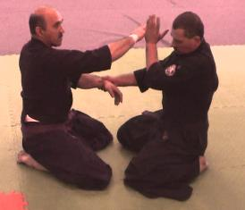 Сэнсей Гарсия демонстрирует Као-атэ
